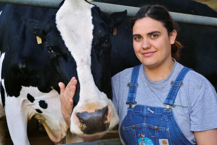 «No hay nada como el cariño que recibes de los animales» <br><small>María Manteiga Rodríguez | Ganadería Manteiga SC, Pontevedra</small>
